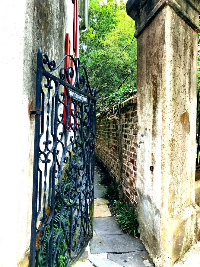 Alley in Charleston